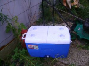 LARGE COOLER ON WHEELS