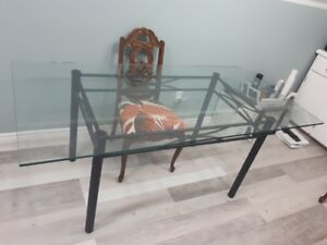 Amazing Glass Table! Good for inside or outside!