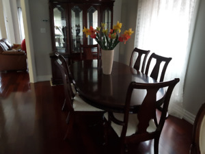 Dining room set- excellent condition
