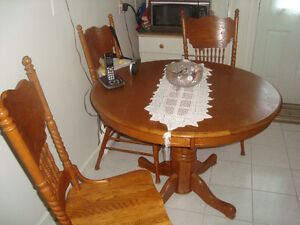 KITCHEN DINING SET. 1 TABLE  4 CHAIRS SOLID WOOD