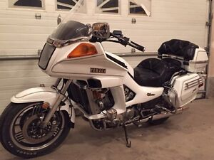 Gorgeous Yamaha venture 1200 low km classic