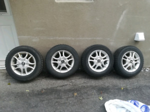 Winter tires & mags great condition 185/65R/14 ( Nego )