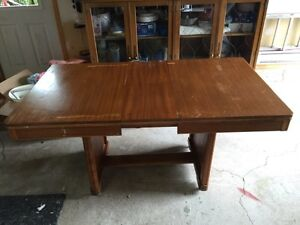 Antique dining room table. -  Table antiquitée West Island Greater Montréal image 2
