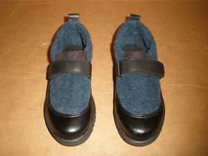 TOE WARMERS Black and Navy Shoe-Boots  Size 6