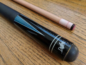 Dufferin 19 Pool Cue and carrying case