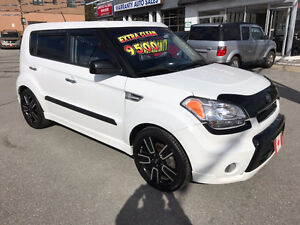 2011 Kia Soul 4U SX PREMIUM SPORT....2 SETS OF WHEELS...MINT