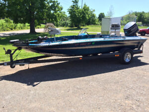 18' Hydra-Sports Bass Boat $8400.00 OBO
