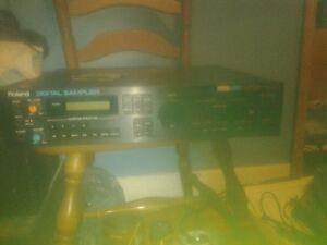 Roland MKS-100 Sampler rack unit vintage