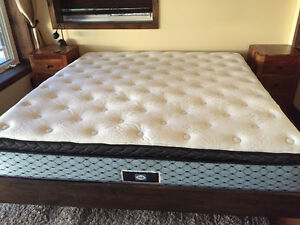King bed - Mattress and Box - like new old only used a 4 months