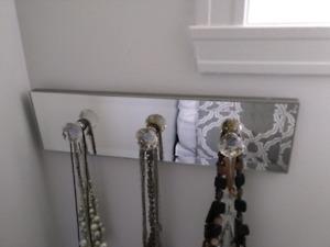 Porte bijoux mural