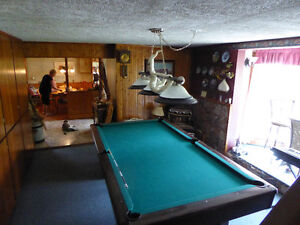BRUNSWICK POOL/SNOOKER TABLE  WITH ACC.