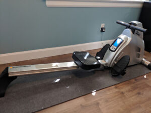 MAGNETIC ROWING MACHINE - GREAT CONDITION