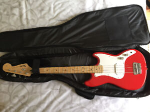 Squier Bronco Bass Guitar with Amp and Acessories (Good Starter)