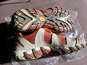 NEW  VIBRAM  MERRELL SHOES 38