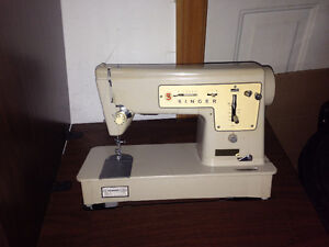 Sewing machine Singer dated 1999