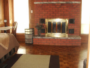 Rm 1: NO LEASE FURNISHED ROOM FOR STUDENTS /YOUNG PROFESSIONAL