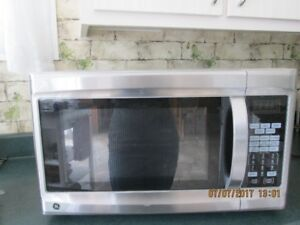 FOUR A MICRO ONDES A CONVECTION STAINLESS