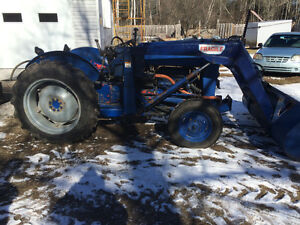 Tracteur ford 800