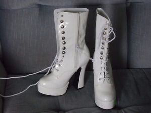 White lace-up boots Prince George British Columbia image 2