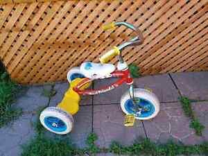 Tricycle Dora en metal = 20$