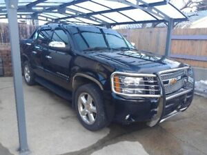 2008 Chevrolet Avalanche LTZ. CALL 587-520-4698