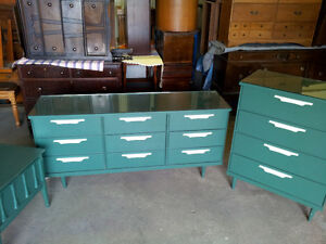 KROEHLER Mid Century 3 Pcs. Bedroom Furniture Set