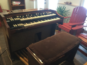 Classic 60s HAMMOND A100 and Leslie Model #251.
