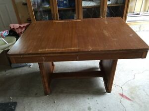 Antique dining room table. -  Table antiquitée West Island Greater Montréal image 1