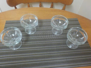 SET OF 4 PEDESTAL CLEAR THICK GLASS 4 0Z SUNDAE DISHES