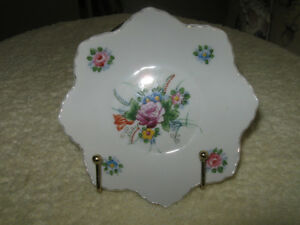 DAINTY LITTLE VINTAGE CHINA BON BON DISH...