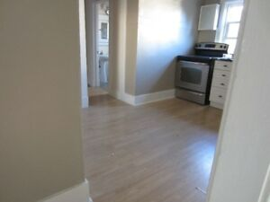 1 BEDROOM APARTMENT ON THE UPPER LEVEL WITH PRIVATE REAR PATIO