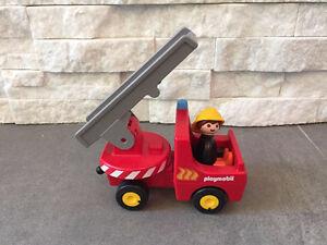 Camion de pompier et pompier Playmobil