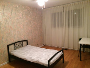 Room rental (Female) available now $500. Move in ready