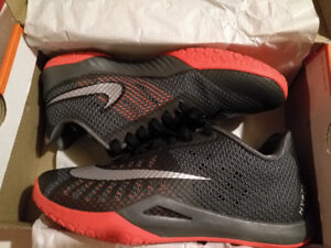 Basketball Shoes - Nike Hyperlive - size 8.5
