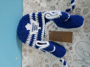 Knitted maple leaf wintee hat and bootie set brand new