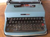 Olivetti manual typewriter Lettera 32