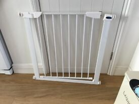 Safety stair gate as new fully adjustable no screws required Suitable for doorways or stairs . £16