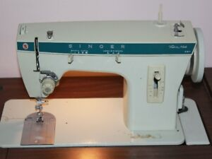 SINGER ZIG ZAG SEWING MACHINE INCLUDING TABLE
