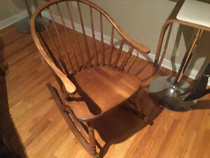 Buy or sell chairs recliners in gatineau furniture for Chaise bercante antique