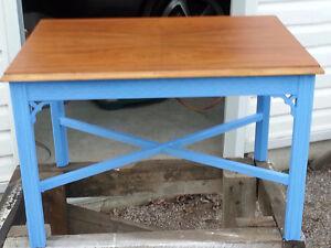 Small Antique Table With Ornate Border Oakville / Halton Region Toronto (GTA) image 1