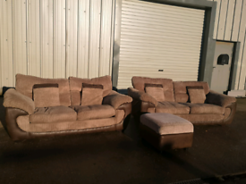 Brown fabric 3 piece suite 3+2+footstool 🚚🚚