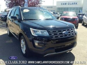 2016 Ford Explorer XLT  Moonroof-Hands Free Liftgate-Trailer Tow