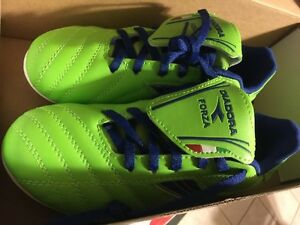 Diadora Soccer Shoes brand new size 2