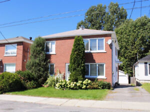 GREAT 2 bedroom. Upper floor of duplex $1500 plus hydro