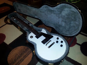 Epiphone Les Paul Studio With Case In Excellent New Condition