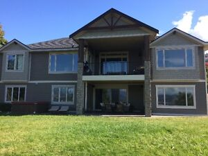 Room for rent in luxury house near UBCO and YLW