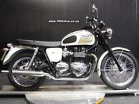 64 TRIUMPH BONNEVILLE T100 IN LTD COLOURS 4,200 MILES