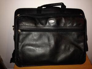 Sac attaché-case TARGUS en cuir pour ordinateur portable