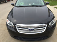 2010 Ford Taurus Sedan SEL AWD in perfect condiction