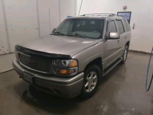 2001 GMC Yukon Denali in excellent shape